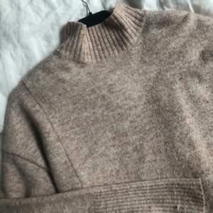 Stickad tröja från ginatricot! Det är bara att skicka ett meddelande vid intresse och frågor 💘