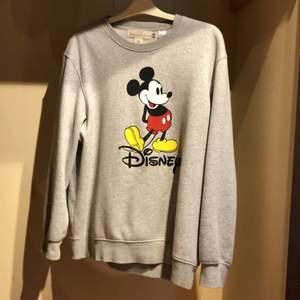 Oversize sweatshirt från hm. Riktigt skön tröja | Hör av er om ni har frågor!