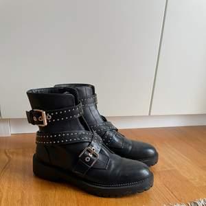 Säljer mina coola boots! Knappt använda och i väldigt bra skick! 💕💕