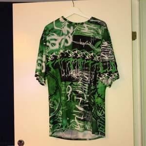 60 kr plagget. 120 kronor sammanlagt. Streetwear eller alternativa plagg som är oversized och i skönt material. köpt från shein för 190. Passar alla kroppsformer