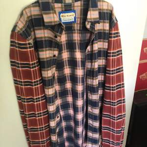 Size L (passar M), grymt skick! Clean skjorta passar till det mesta