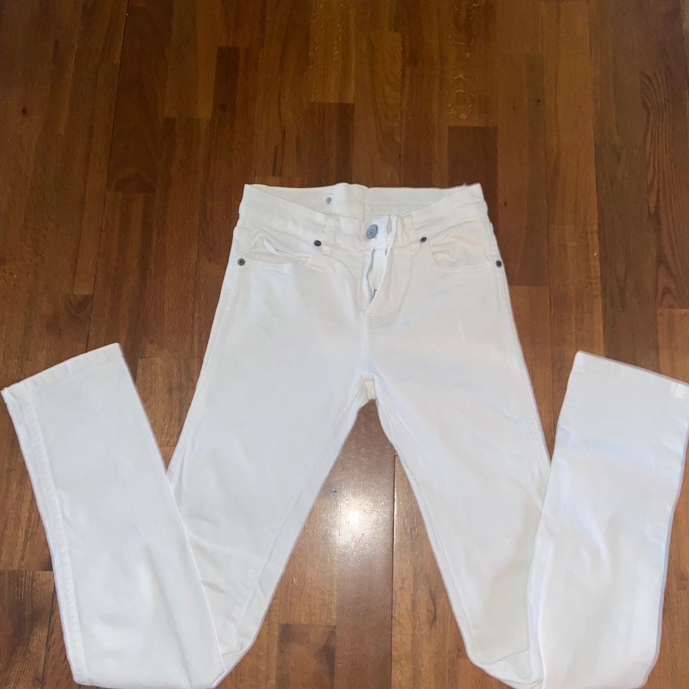 Vita byxor! . Jeans & Byxor.