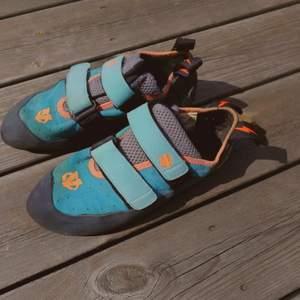 Använda men i gott skick klätterskor från Elov, strlk. 40.. 🌱🌺