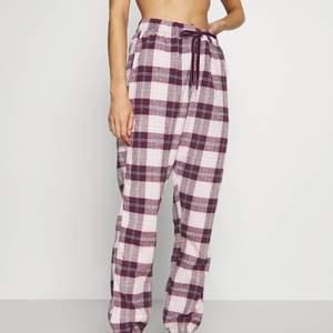 Fina pyjamasbyxor från hunkemöller!
