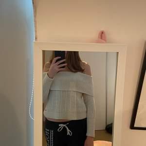 Säljer denna tröja då jag inte använder den längre. Superskön!! Skriv om ni har frågor🤍🤍🤍🤍