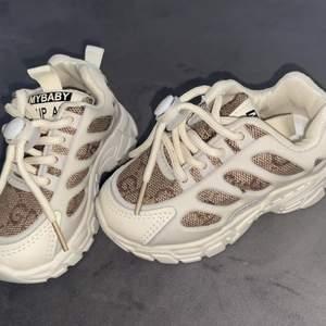 🔊sötaste fake Gucci skorna helt nya i strl 21 ( kan även fixa i strl 21-36) 💞