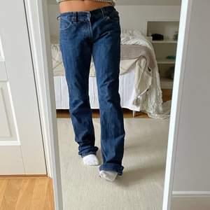 As najs lågmidjade jeans från Levis! Min brors gamla, i storleken W33 L36 så väldigt långa på mig som är 170cm!