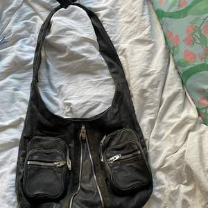 Cool but worn Alexander Wang Brenda shoulder bag. One of the inner seams has gone up but can easily be fixed🖤