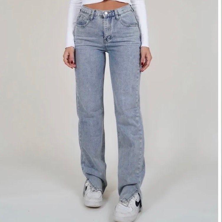 SÖKER dessa byxorna i XS, är 164 cm lång!!! Hör av dig om du säljer, köper gärna!! 🤎✨. Jeans & Byxor.