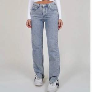SÖKER dessa byxorna i XS, är 164 cm lång!!! Hör av dig om du säljer, köper gärna!! 🤎✨