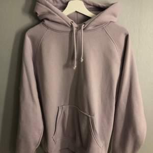 Lila hoodie från bikbok, fint skick! Orginalpris: 399kr Köparen står för frakt❗️