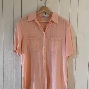 Luftig och snygg skjorta från Seiden Sticker. Bra skick.