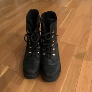 Snygga boots i bra skick, frakt tillkommer