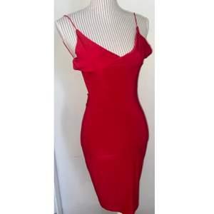 Helt oanvänd jätte fin klänning från Rebecca Stella med lappen kvar ❤️ öppen rygg och såå fint tillsydd vid rumpan ❤️ i storlek S men då den är stretchig+figur sydd så passar den XS-M 🥰