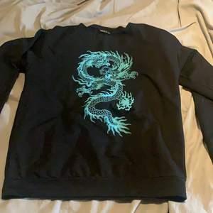 Denna tröjan är från SHEIN, använd endast ett fåtal gånger. Frakten är inräknad i priset.