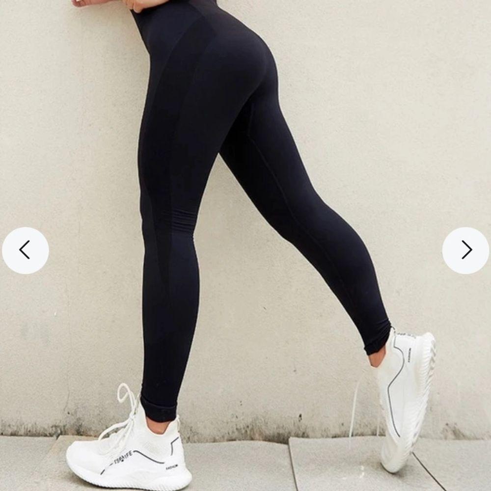 Träningsbyxor, svarta st S. På andra bilden ser ni hur de ser ut i rumpan! HELT NYA!!!. Jeans & Byxor.