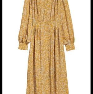 SÖKER gul mönstrad klänning HM Trend
