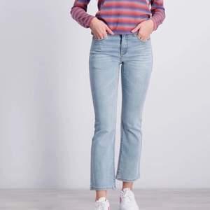 Sjukt snygga jeans från Kids brand store, aldrig använda då de tyvärr är något små på mig. Nypris 549kr. Inte egna bilder, men skickar egna vid intresse