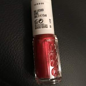 5ML nail polish from Essie 💅 Get it for 🌸 FREE 🌸when purchasing over 100kr.🥰