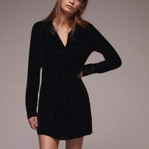 A perfect dress for night dates. Has a soft, light velvet texture. V-neck linee :) brand new, tags still on.