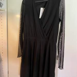 Klänning är helt ny ifrån Bikbok i storlek M. Den är lite för stor för mig. Pris kan diskuteras