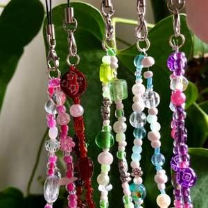 Beställ helst genom min etsy (AMSofficial).                     Finns i 5 färger, kommer med 2 små kristaller på varje (rosenkvart, bergkristall och hematit), gratis frakt