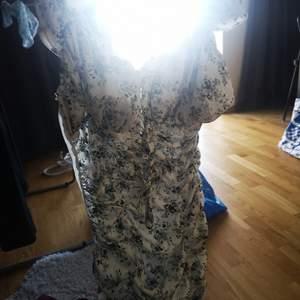 Fin somrigklänning med prislappen kvar