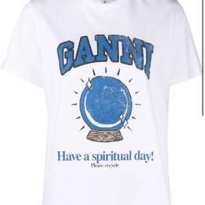 Intressekoll på min jätte fina ganni tröja! Den är nyinköpt och använd några gånger! ❤️ buda i komentarerna ❤️