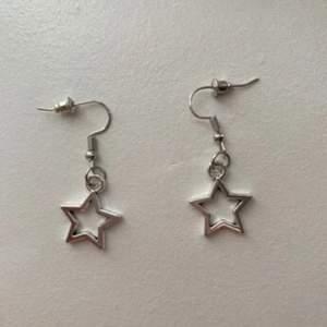 Säljer 5par av dessa örhängen som jag gjort själv (material: alloy)🥰