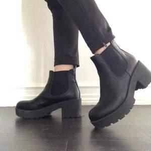 Kängor köpta från Din sko. Mycket sparsamt använda och i superfint skick. Köpare står för frakt