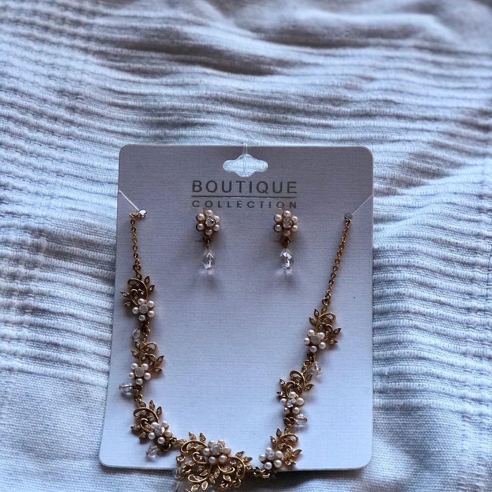 Superfina guld och silver halsband! Från min mosters gamla webshop. Finns 3 i silver och 3 i guld varav ett guldigt har matchande örhängen till. 59kr ~ Nickelfritt. Accessoarer.