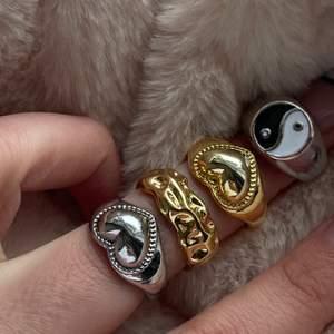 Vi säljer alla dessa ringar för 99kr/st, alla är justerbara förutom yin& yang som är 1,7 diameter! Kan beställa här eller på vår Instagram @zonderkids 🤎