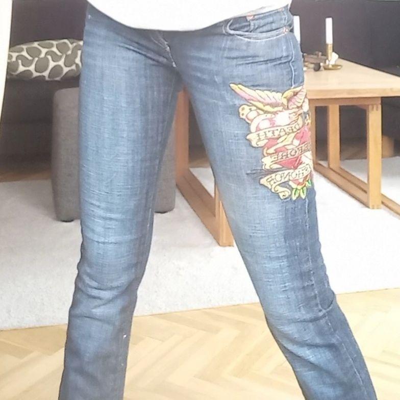 Skit coola ed hardy jeans 💫 aldrig använda men köpta second hand!!. Jeans & Byxor.