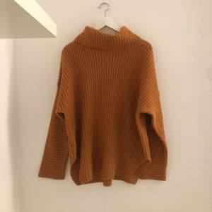 Stickad tröja från NAKD. Använd ett fåtal gånger, i bra skick.