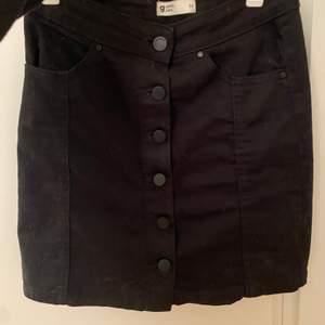 3st kjolar från Gina Tricot, Lager 157 & Cubus. Den svarta och leopard är i XS/34 och den blå i S. Alla är använda endast någon gång och är därmed i väldigt fint skick! Paketpris kan diskuteras🍀