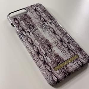 Säljer nu detta skal från ideal of Sweden eftersom jag har bytt mobil. Jättefint skick och inga skador alls. Köparen står för frakten🥰