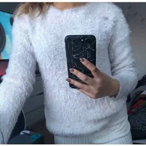 Världens mysigaste tröja i storlek S, skulle passa någon mellan Xs-M