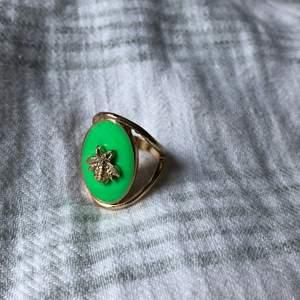 Helt ny ring som inte passar på mej. Frakt ingår 💕
