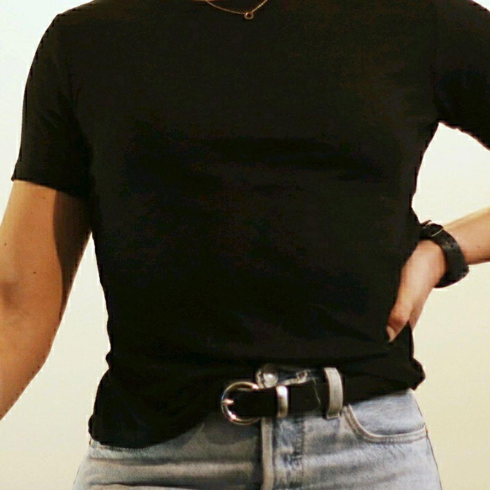 Skön t-shirt från Monki i storlek S . T-shirts.