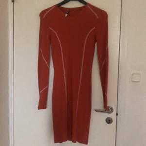 Hej nu säljer jag denna klänningen som aldrig är använd. Storlek är 34,36. Som ny pris så kostade den 499 kr