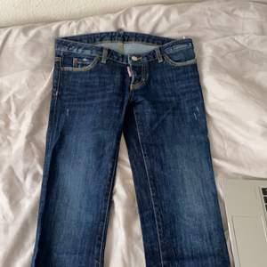 Knappt använda byxor, väldigt lågmidjade. Är i storlekar 14 Y , sitter som en 32.