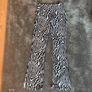Supersnygga zebra tights som är från Shein, men köpta här på Plick 💕 själv har jag aldrig använt de och säljer då de inte riktigt är min stil längre 🥰 köpare står för frakt (48 kr) skriv privat eller i kommentarerna om du har några frågor !!💕⭐️