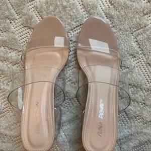 Dessa är perfekta till sommaren, de är både bekväma och i sin rätta storlek. De är oanvända!