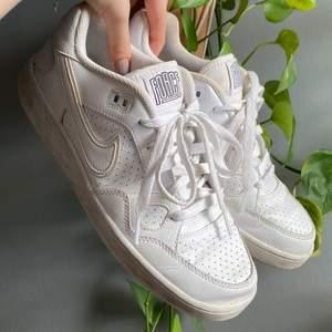 Asfeta vintage Nike sneakers! Tyvärr kommer de inte till användning därför säljer jag dem💙