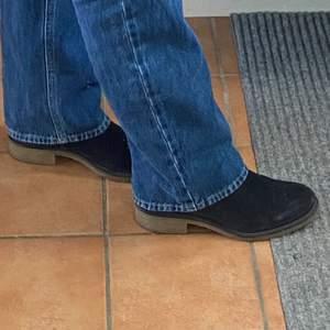 marinblå mockaboots