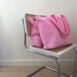 Handsydda rosa totebags💗💗 släpper nya väskor konstant på instagram @bernhbernh