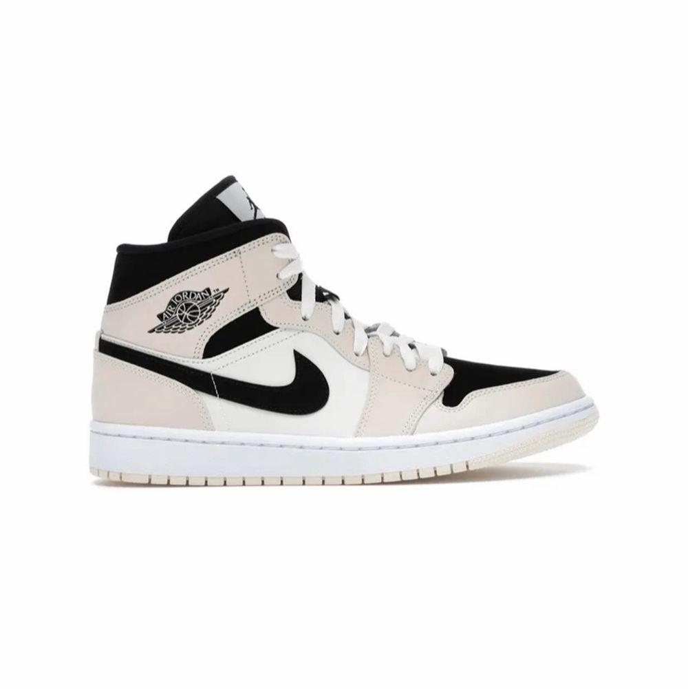 SÖKER någon av dessa skor i storlek 39,40! Kontakta jättegärna om du har någon av dessa eller något liknande❤️ ❗️söker också dark mocha❗️. Skor.