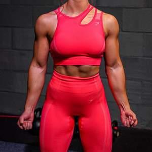 Helt nya!! Gymshark tights i neonrosa färg 💗 Alla lappar sitter kvar. Köptes för 600kr, idag slut på hemsidan.
