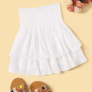 Säljer min helt nya vita volangkjol! (passar xs-l då den är stretchig) aldrig använd och jättefin till sommaren 🌻🌸! BUDA i kommentarerna från 100kr 💗💗 köparen står för ev. frakt  (OBS! lånad bild)
