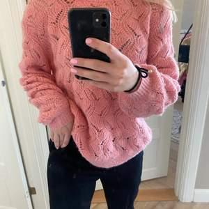 Stickad helt oanvänd tröja från Åhléns från SOAKED, storlek s men passar mig bra som har m. Om många är intresserade=budgivning. Köparen står för frakt. Nypris på tröjan=500kr